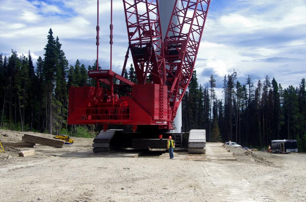 Massive wind crane with wind turbine