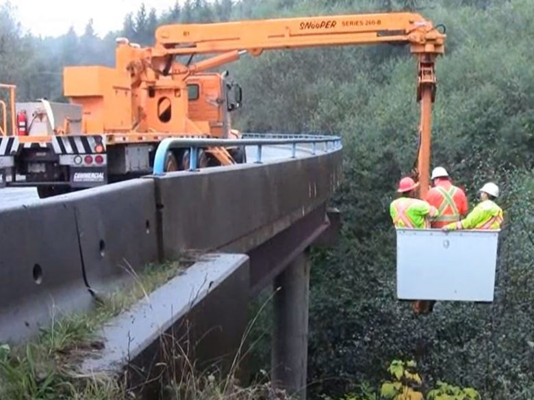 snooper truck doing bridge inspection