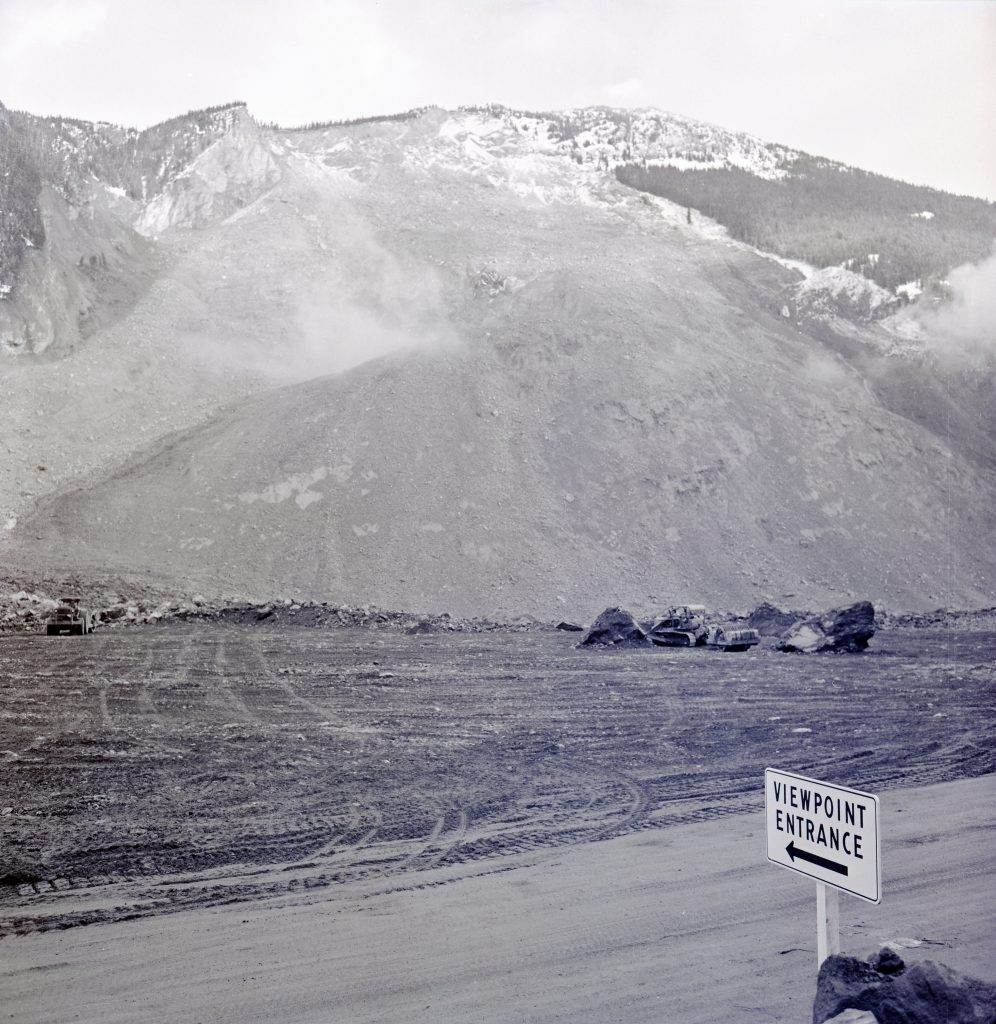 A viewpoint entrance sign was erected to allow visitors to see the slide site after the road re-opened.