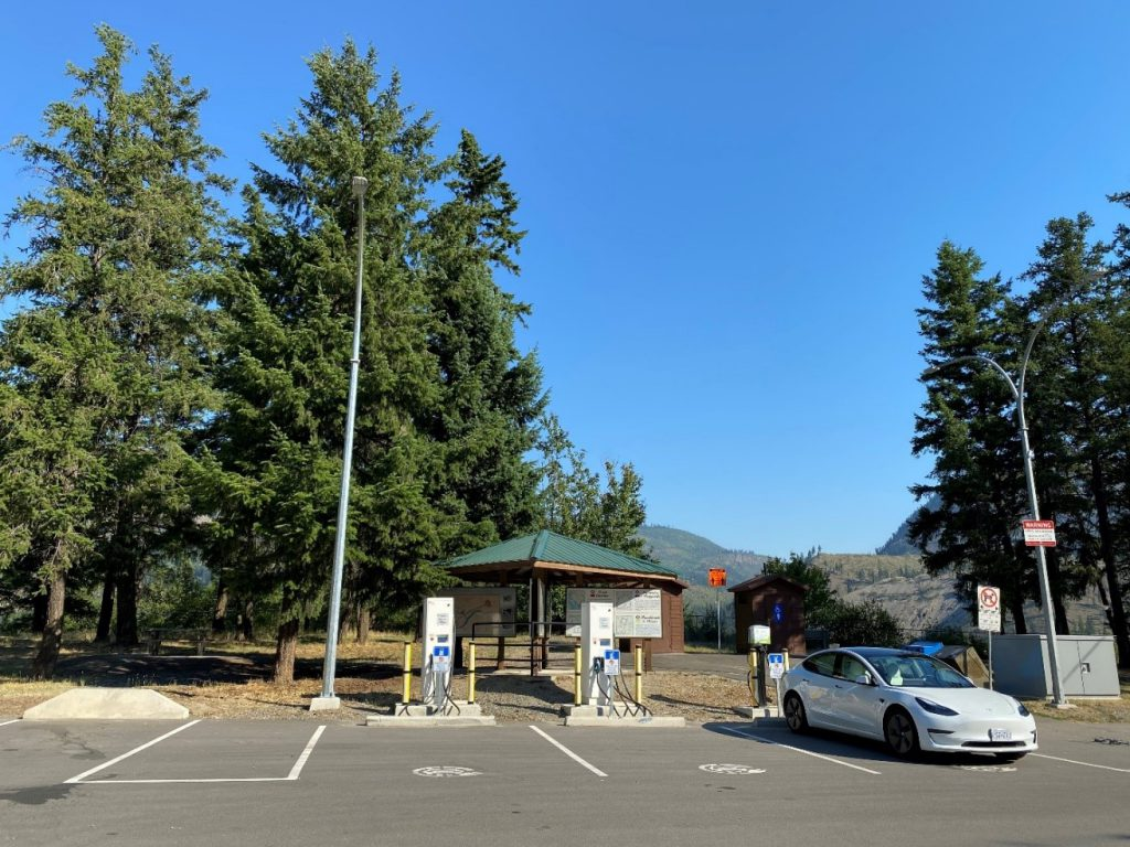 Charging an electrical vehicle at a rest area